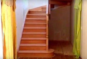 Достоинства деревянных лестниц